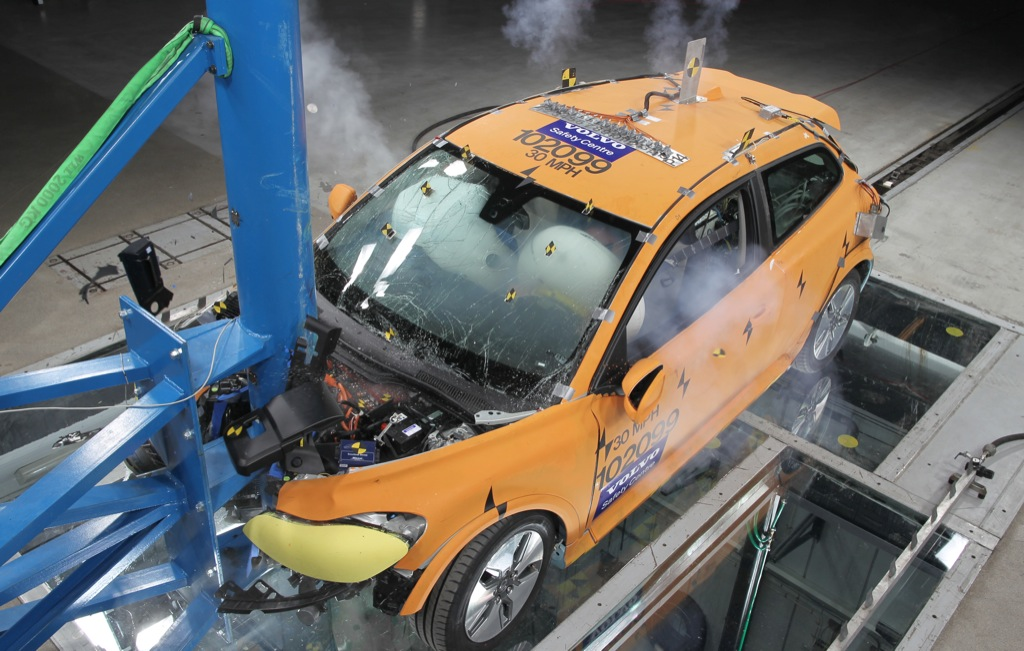 Elecric Cars Batterys In A Crash