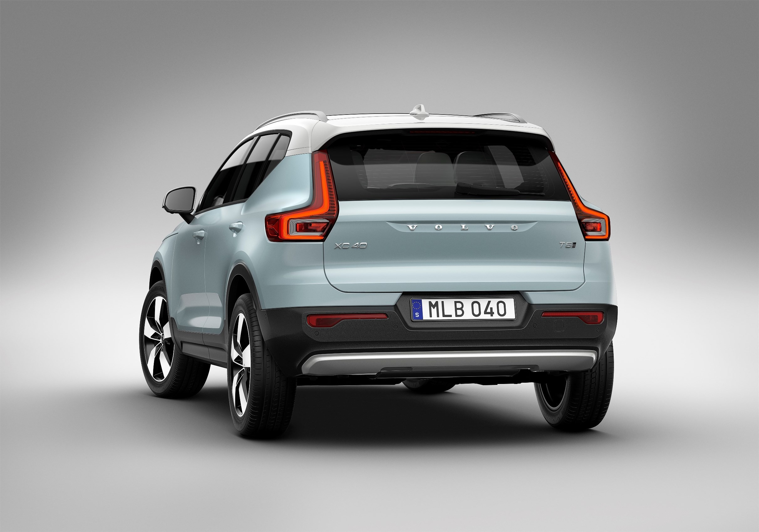 volvo xc40 starts production t5 twin engine phev and ev coming in 2018 and 2019 autoevolution. Black Bedroom Furniture Sets. Home Design Ideas