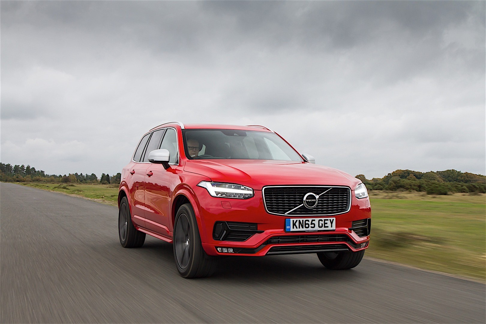 Volvo XC90 R-Design Available in the UK, Sportiest Volvo SUV Ever - autoevolution