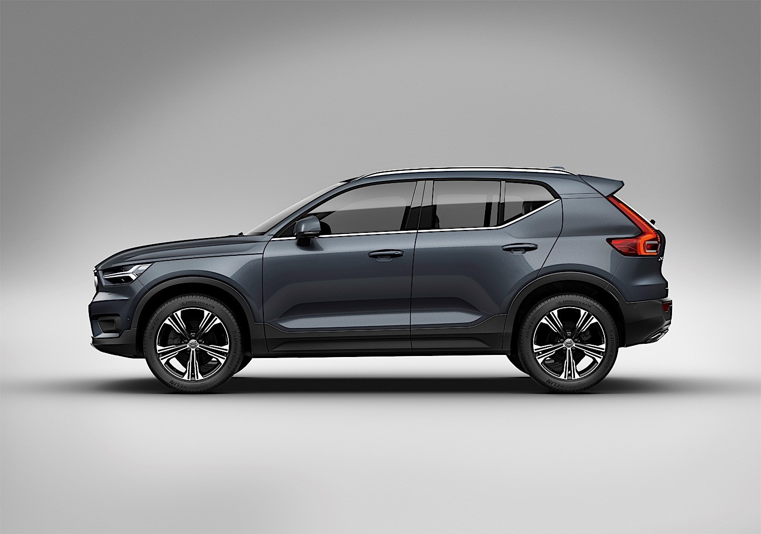 volvo s first ever three cylinder drive e engine debuts on xc40 autoevolution. Black Bedroom Furniture Sets. Home Design Ideas