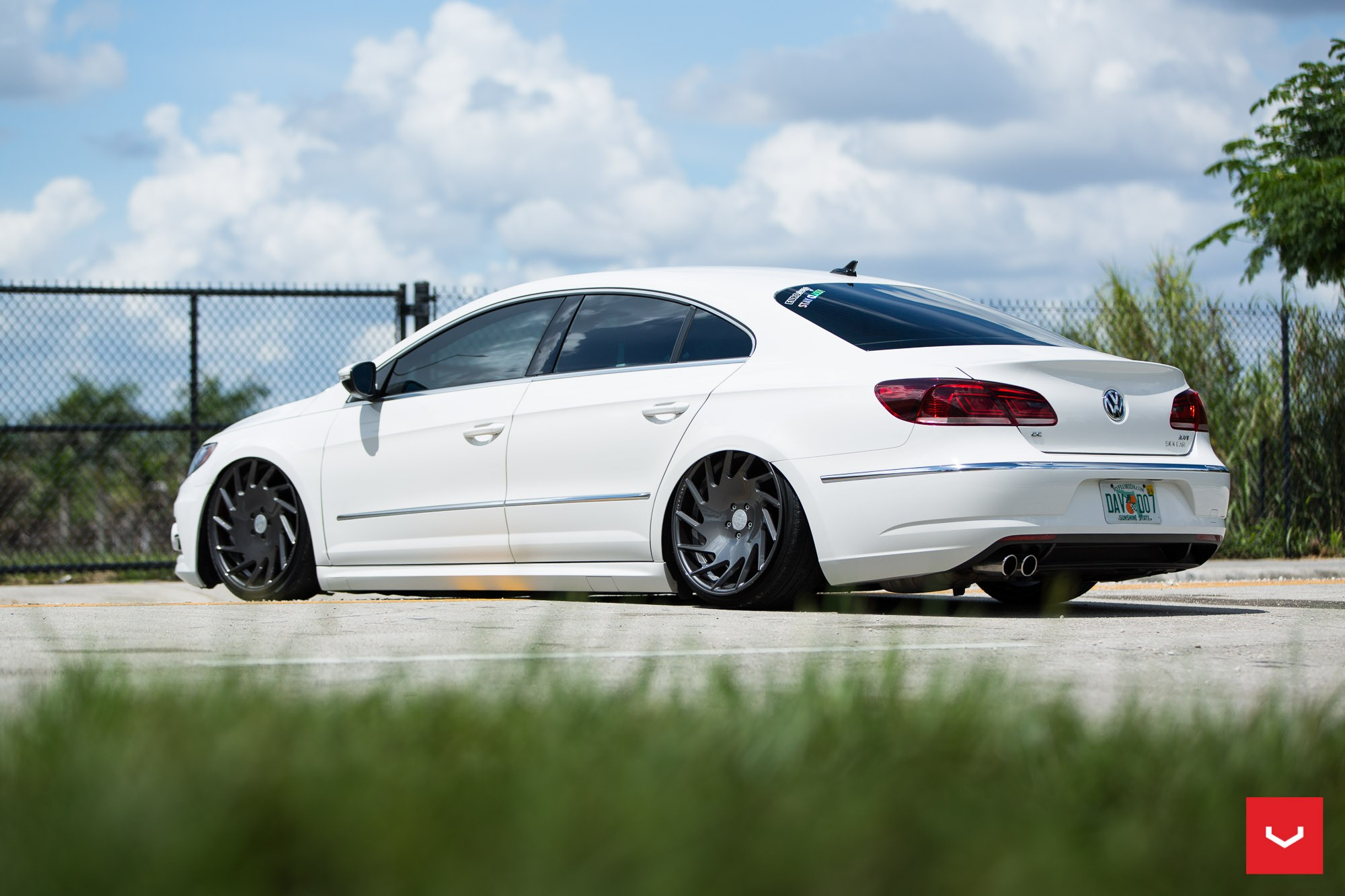 Volkswagen CC R-Line Gets Stanced on Vossen VLE-1 Wheels - autoevolution