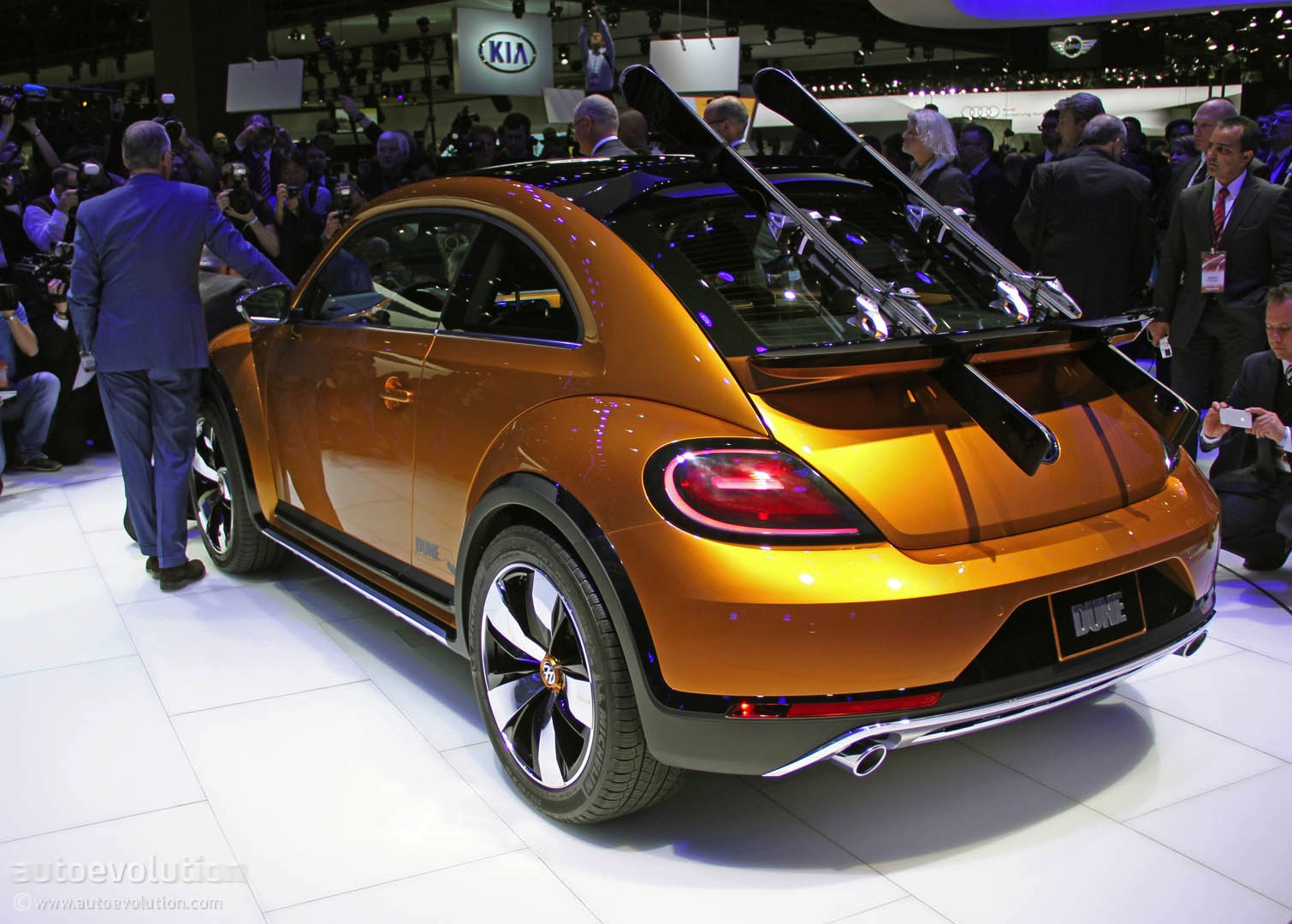 Vw Beetle Dune Concept Is An Alltrack Bug Live Photos on Vw Beetle Dune Concept