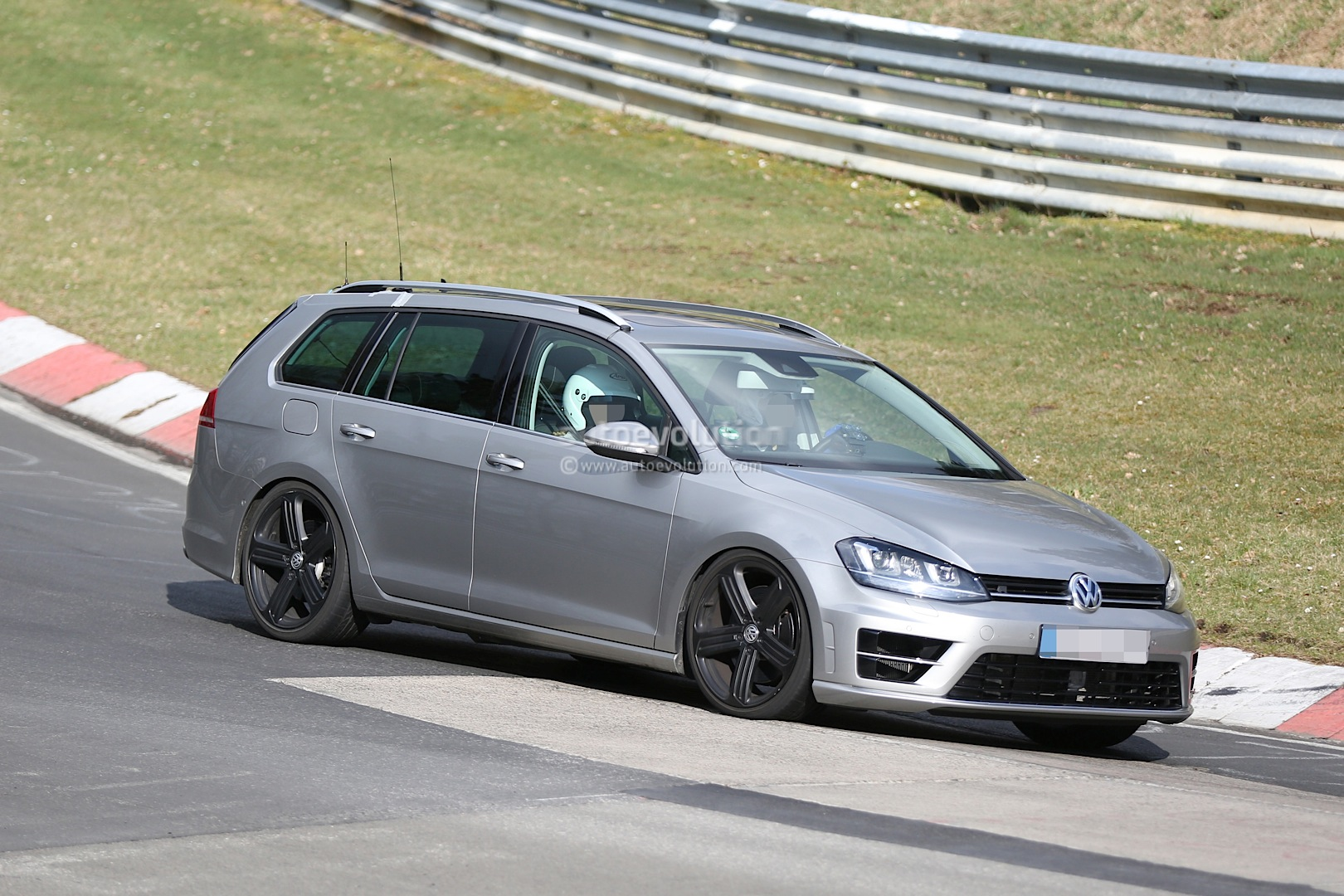 golf r estate hits the nurburgring as carmakers wage war on boring family wagons autoevolution. Black Bedroom Furniture Sets. Home Design Ideas