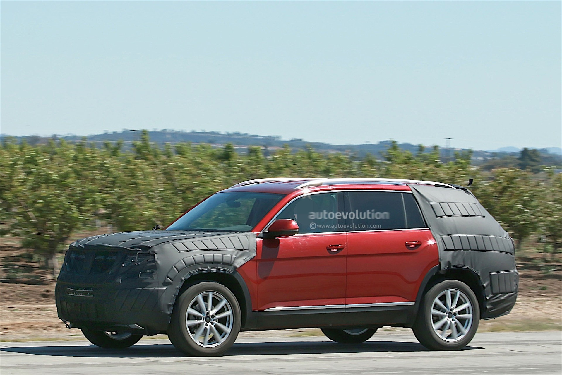 Volkswagen Testing a New SUV with Production Body, We Think It's the Crossblue - autoevolution