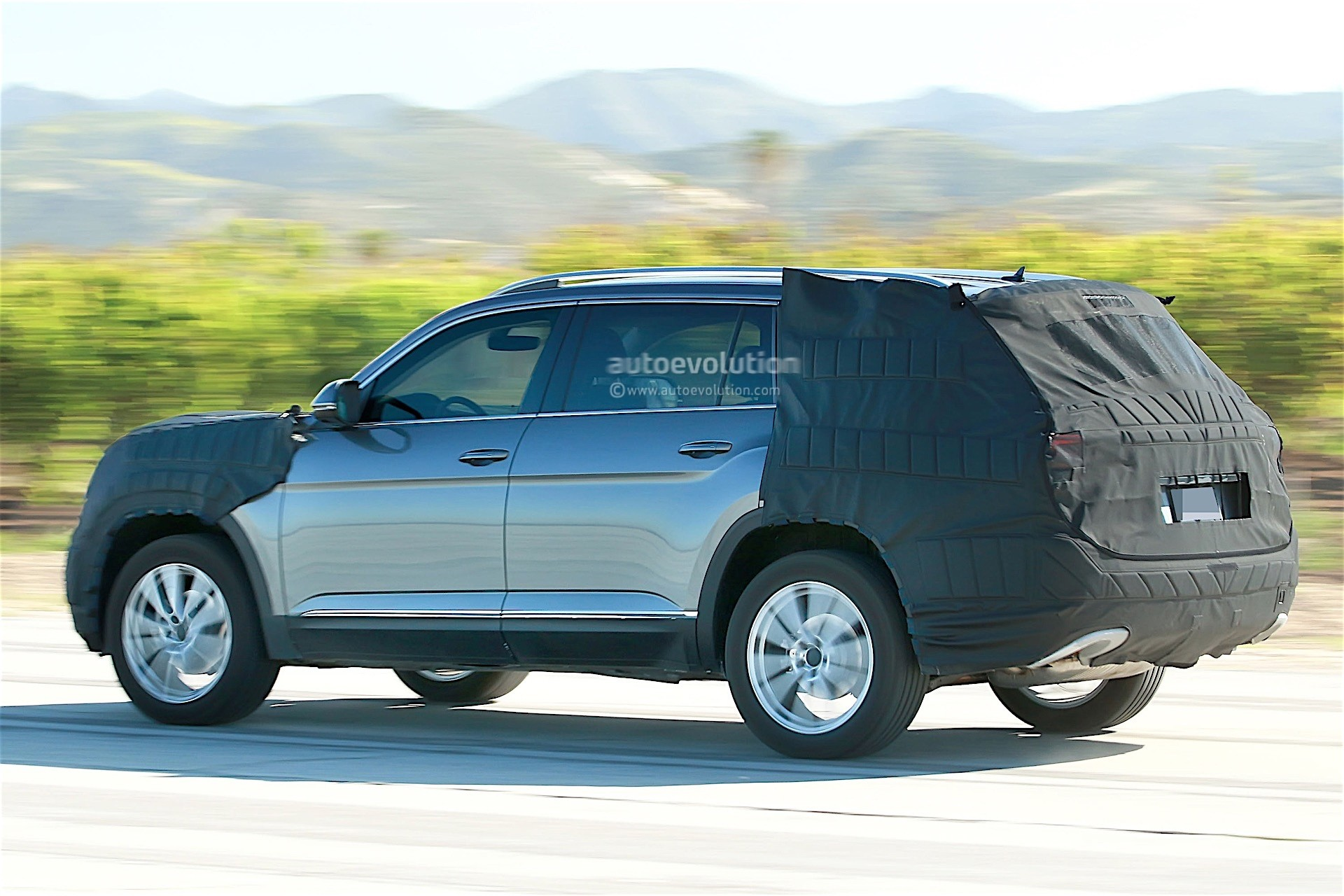 volkswagen testing a new suv with production body we think it 39 s the crossblue autoevolution. Black Bedroom Furniture Sets. Home Design Ideas