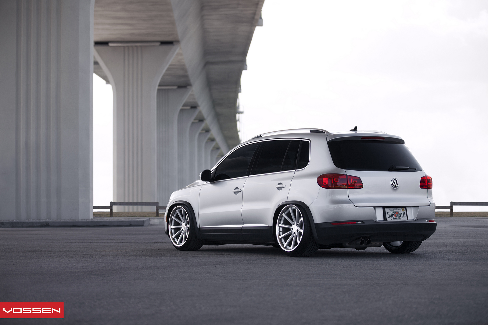 Vw Tiguan Bagger On 20-inch Vossen Wheels