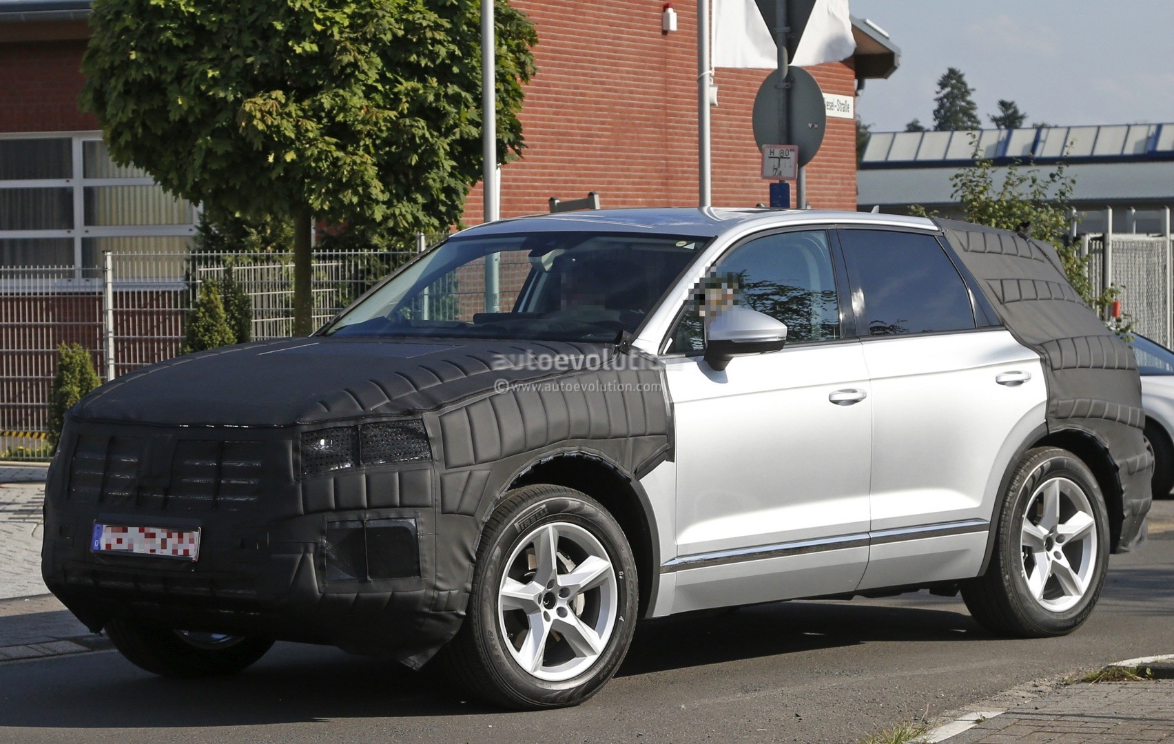 2018 volkswagen touareg spied in production ready form autoevolution. Black Bedroom Furniture Sets. Home Design Ideas