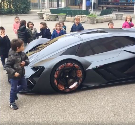 Watch Children Cuddling With The Lamborghini Terzo Millennio