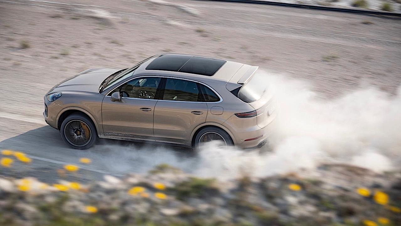 Watch Porsche Cayenne Turbo S E Hybrid Set Lap Record On An Unfinished Track Autoevolution