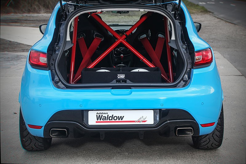 we found the renault clio rs tuned by waldow and it 39 s blue. Black Bedroom Furniture Sets. Home Design Ideas