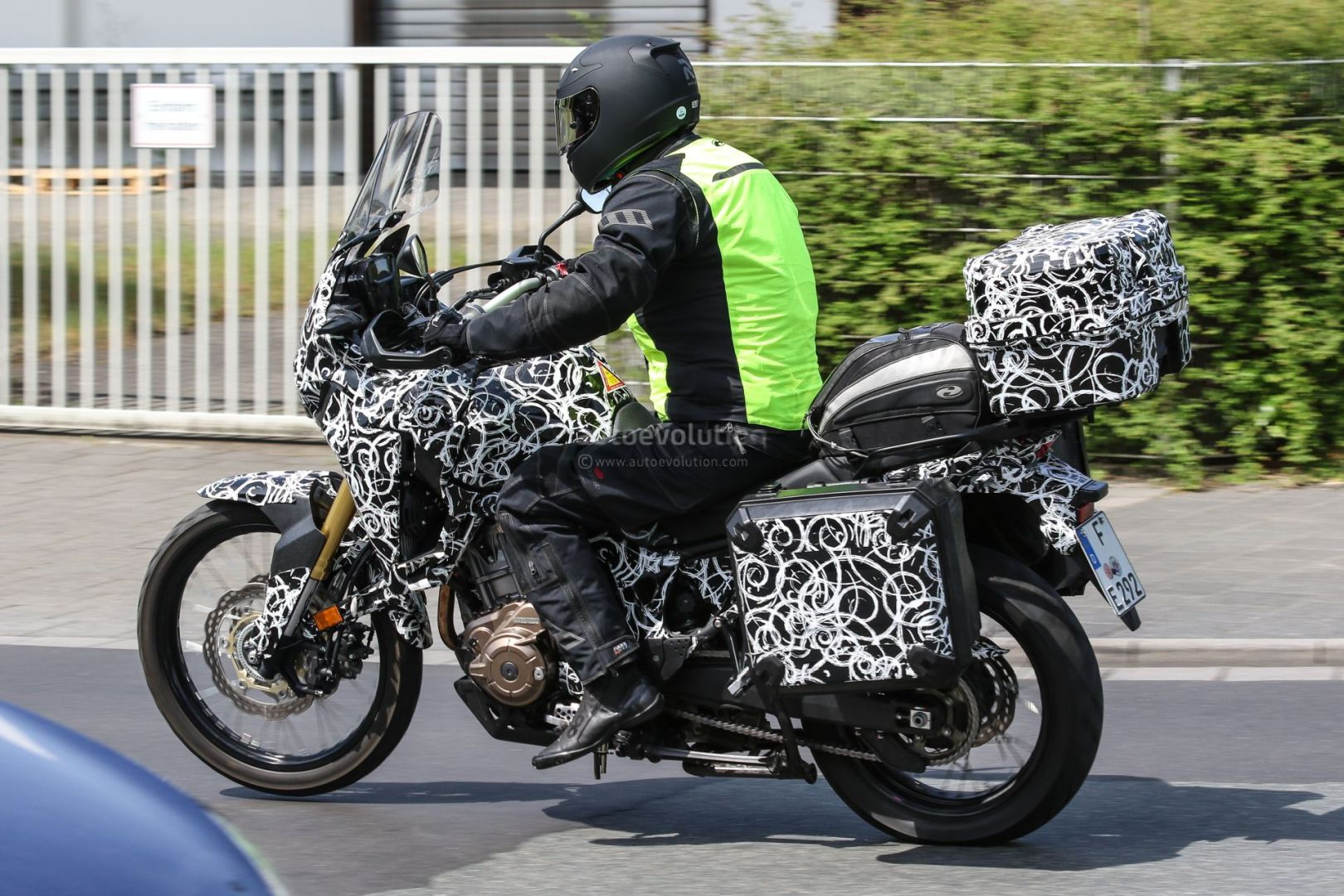 crf1000l touring model maybe not quite honda crf1000l africa twin forum. Black Bedroom Furniture Sets. Home Design Ideas