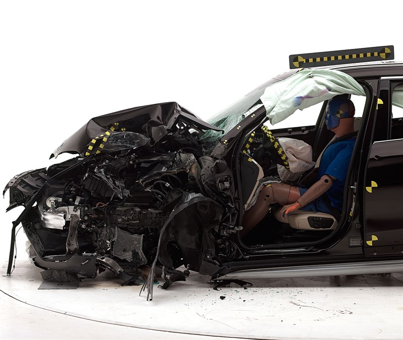 We Watch Satisfying Bmw X1 Crash Tests Iihs Gives It Top Safety