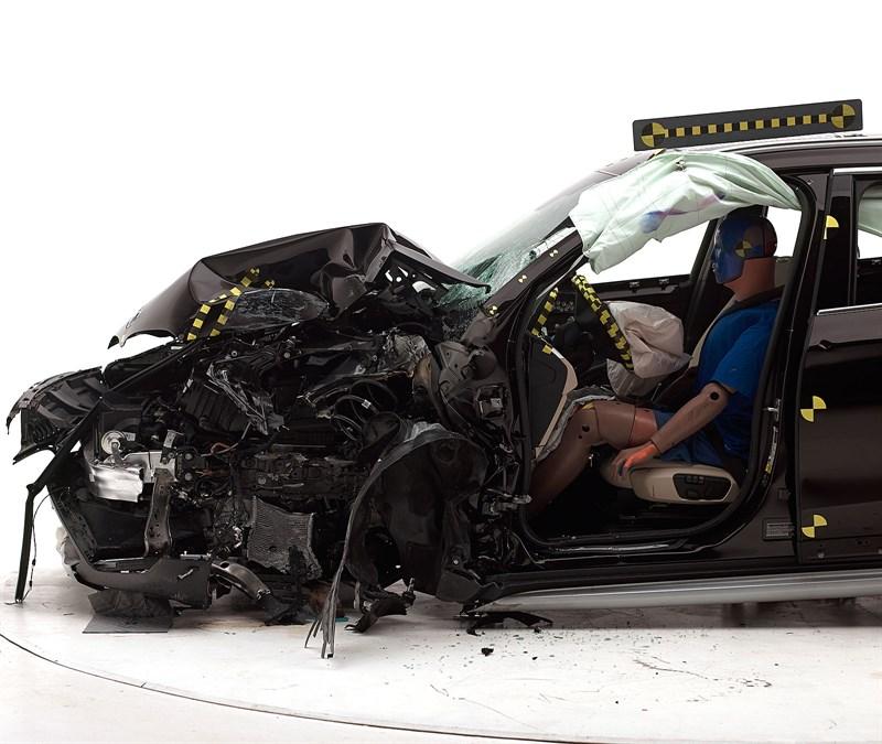 We Watch Satisfying Bmw X1 Crash Tests Iihs Gives It Top