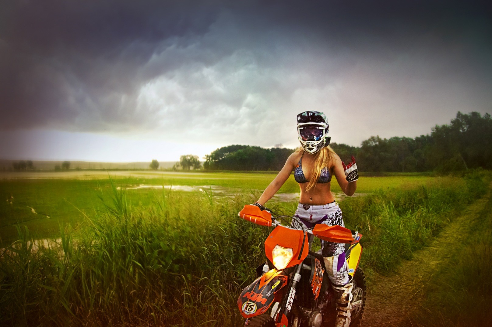 Motorcycle Babes Galleries | Born To Ride Motorcycle ...
