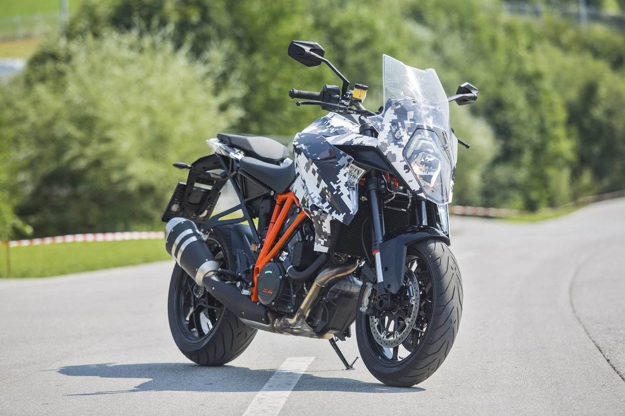 welcome ktm 1290 super duke gt here are the first. Black Bedroom Furniture Sets. Home Design Ideas