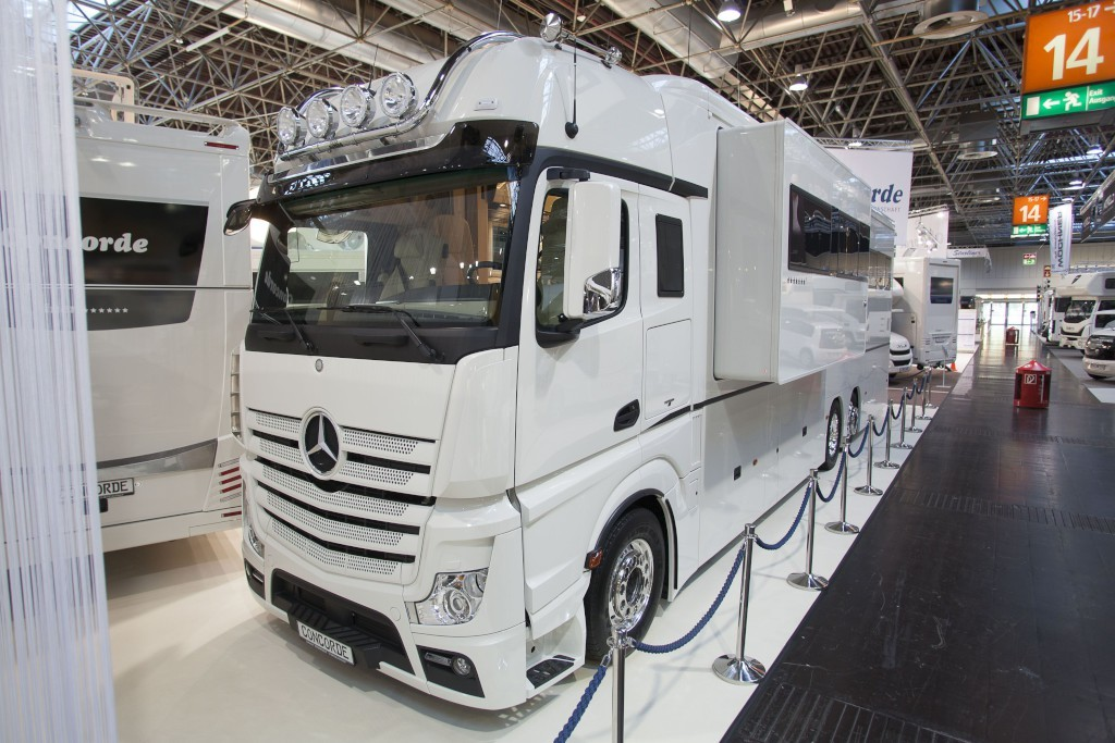When it comes to camper vans and rvs mercedes benz proves for Mercedes benz motor home