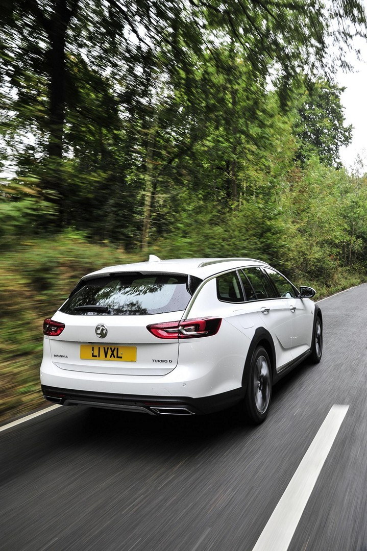 How Much Does A BMW Cost >> White 2018 Vauxhall Insignia Country Tourer Shines in New Press Photos - autoevolution