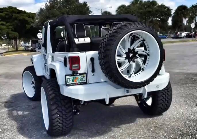White Jeep Wrangler With Forgiatos And 37 Inch Mud Tires Autoevolution