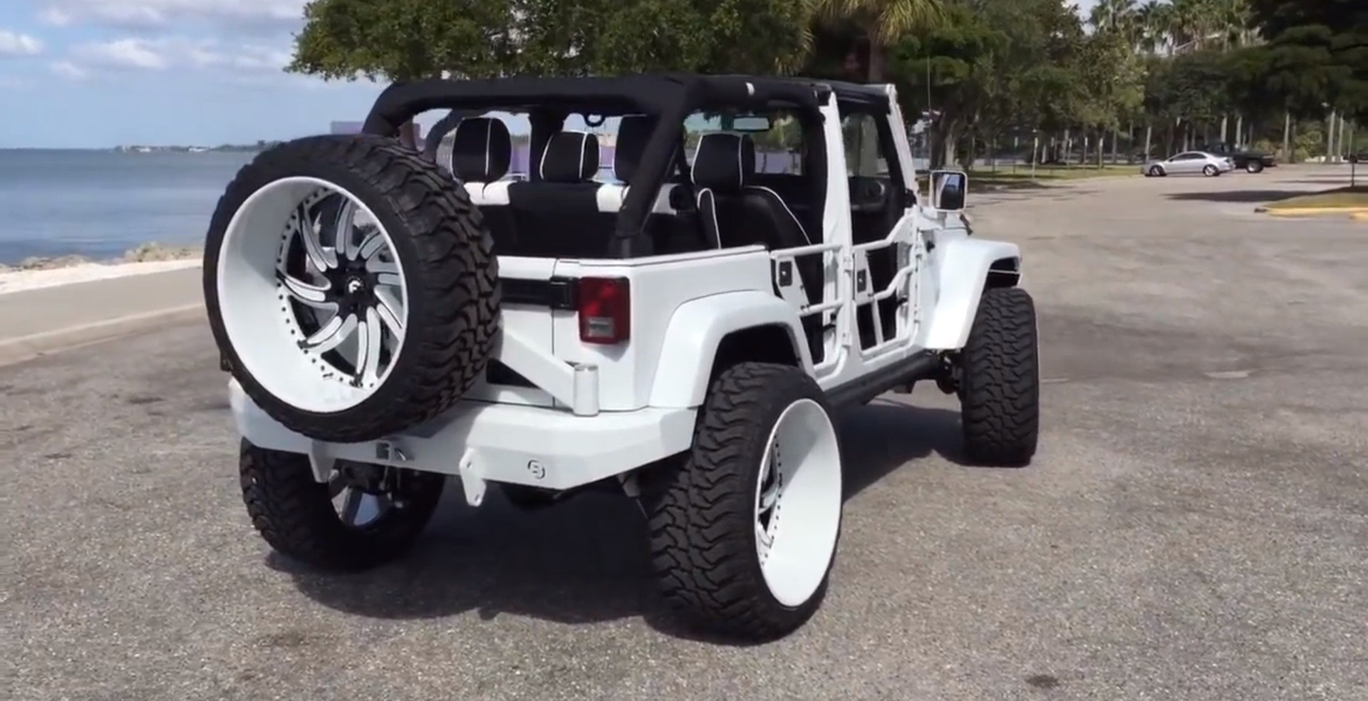 ... White Jeep Wrangler With Forgiatos And 37 Inch Mud Tires