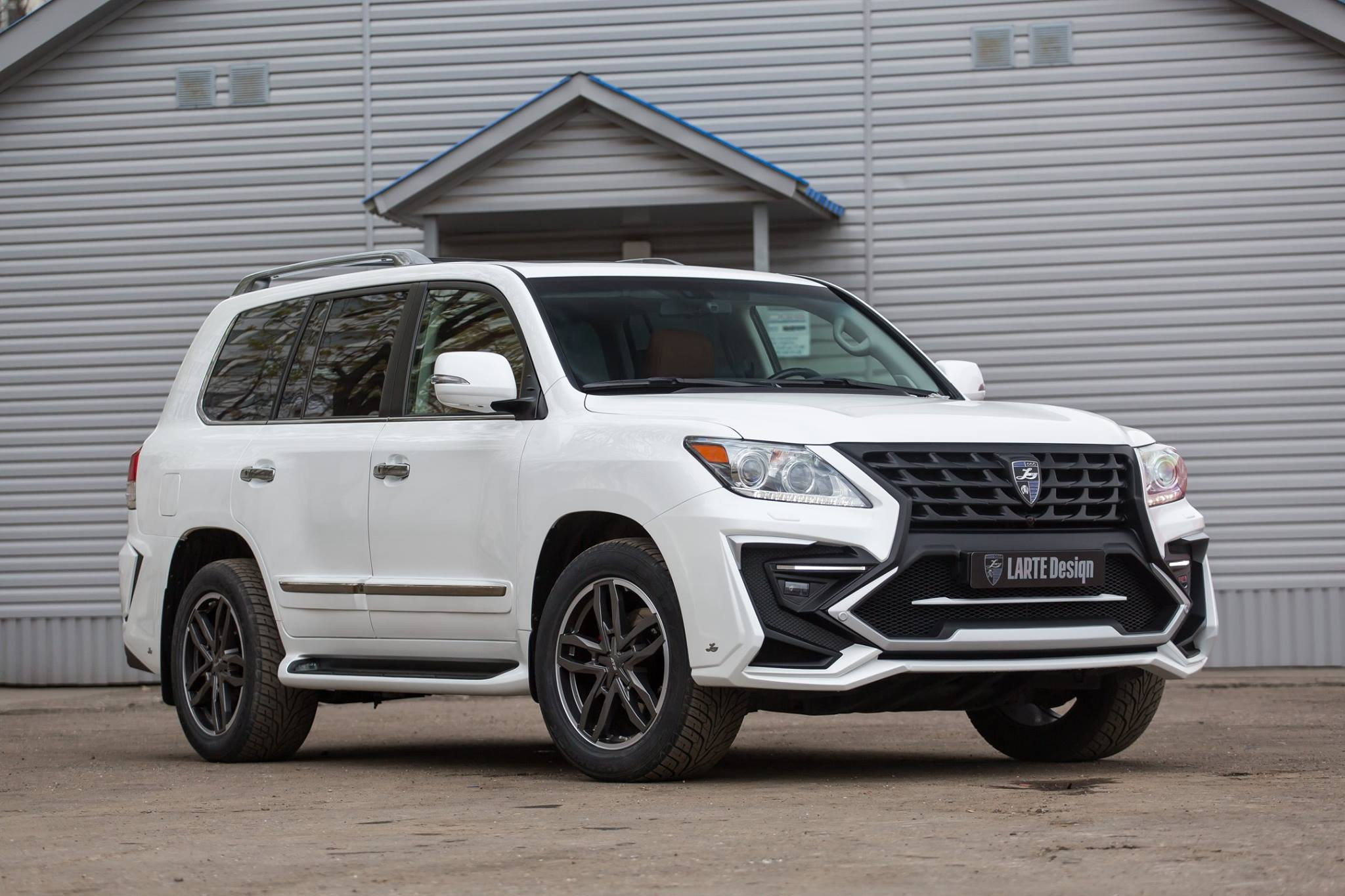 White lexus lx 570 with larte quot alligator quot tuning kit looks like the predator autoevolution