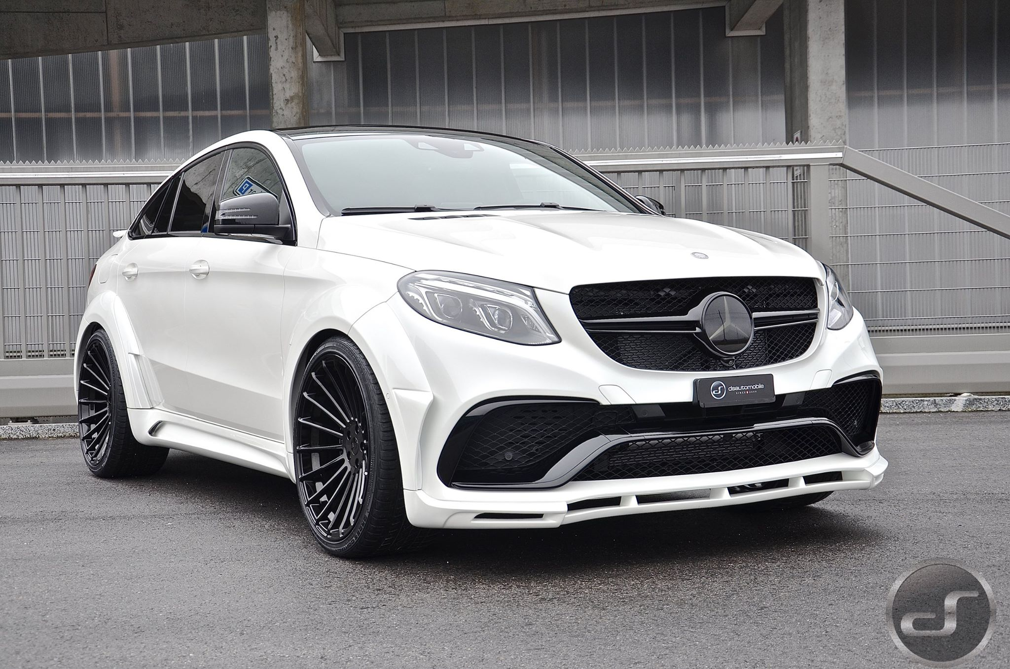 polar white mercedes gle 450 amg coupe spotted undisguised. Black Bedroom Furniture Sets. Home Design Ideas
