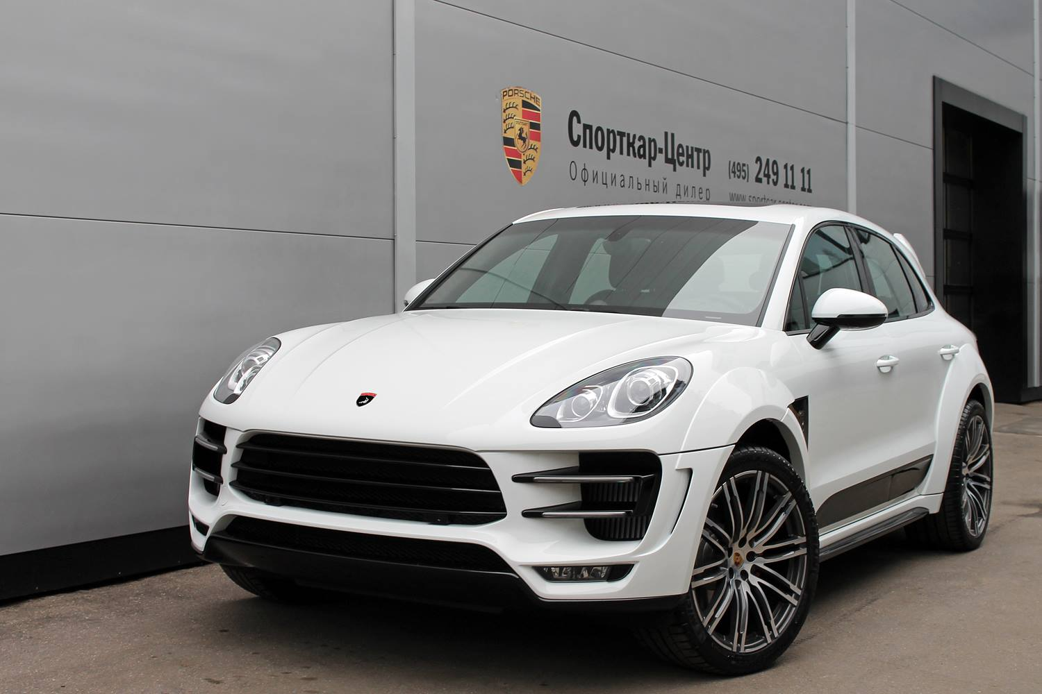 Auto Driving Car >> White Porsche Macan Ursa by Topcar for Sale - autoevolution