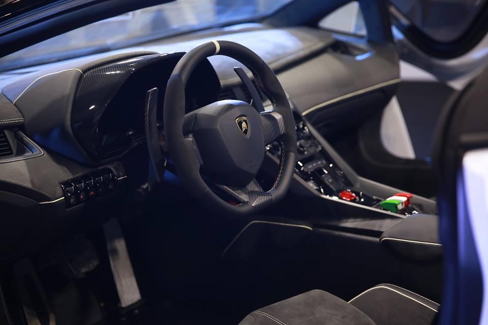 3 3 Million Euro Lamborghini Veneno Spyder Has Curb Problems Autoevolution