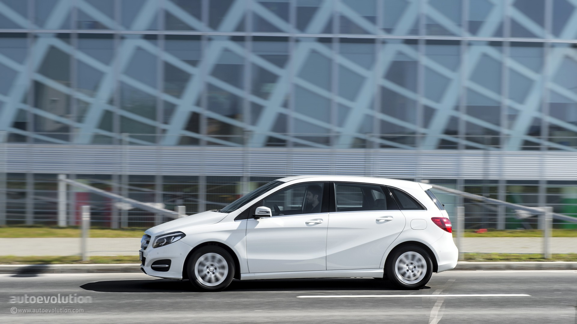 2015 Mercedes Benz B Class Hd Wallpapers The German Multi