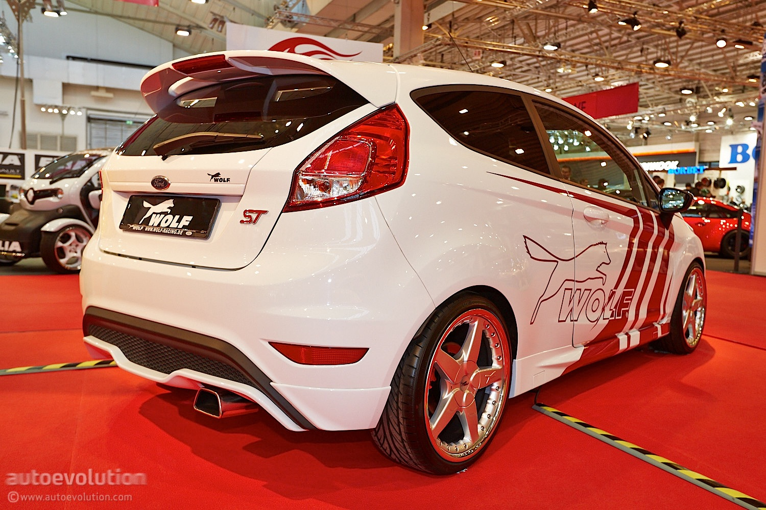 Ford Escape 2014 Custom >> Wolf Racing Ford Focus ST 370 Estate at Essen 2013 [Live Photos] - autoevolution