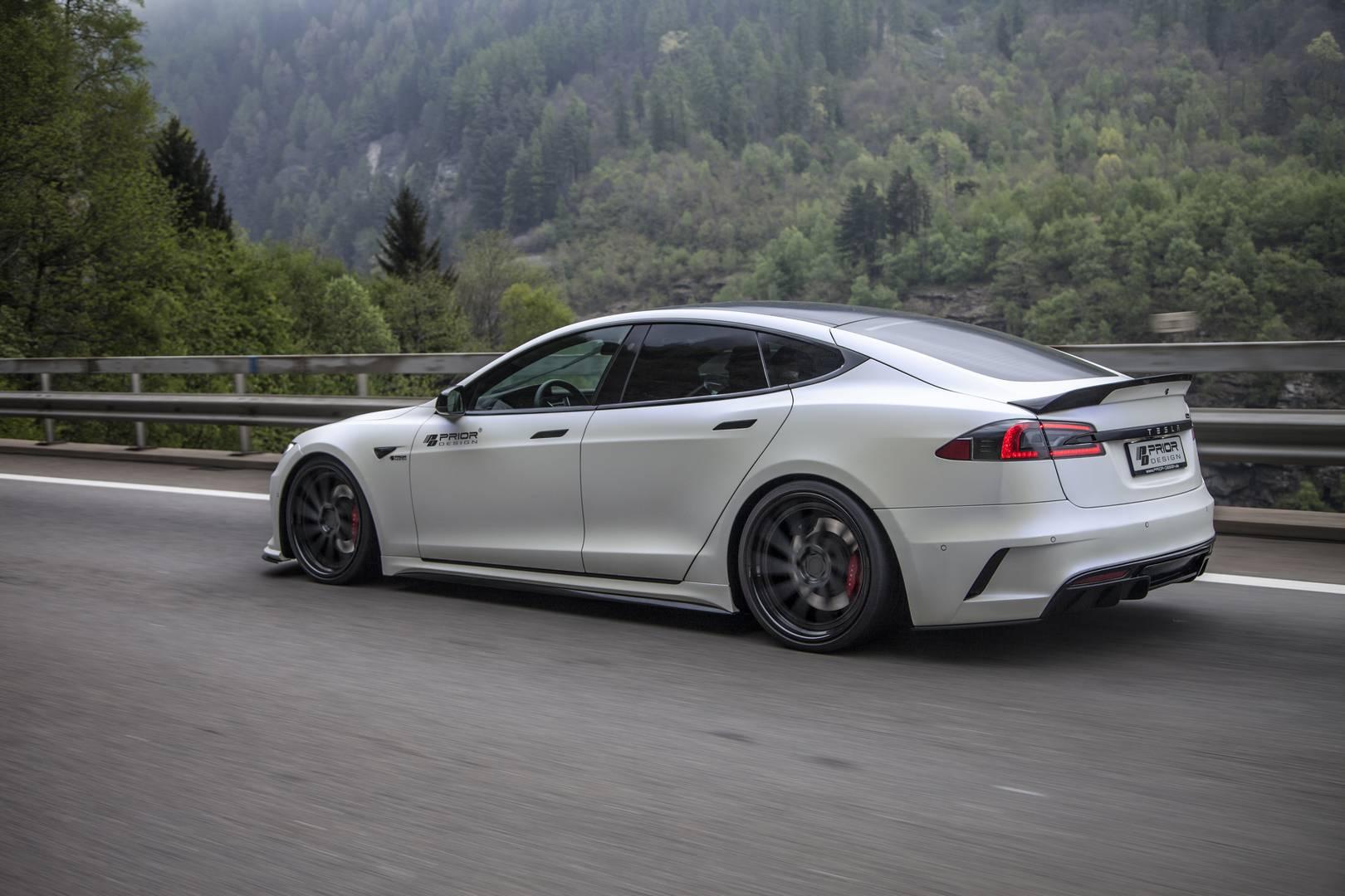 Tesla Model S Battery Swap Takes 90 Seconds - autoevolution