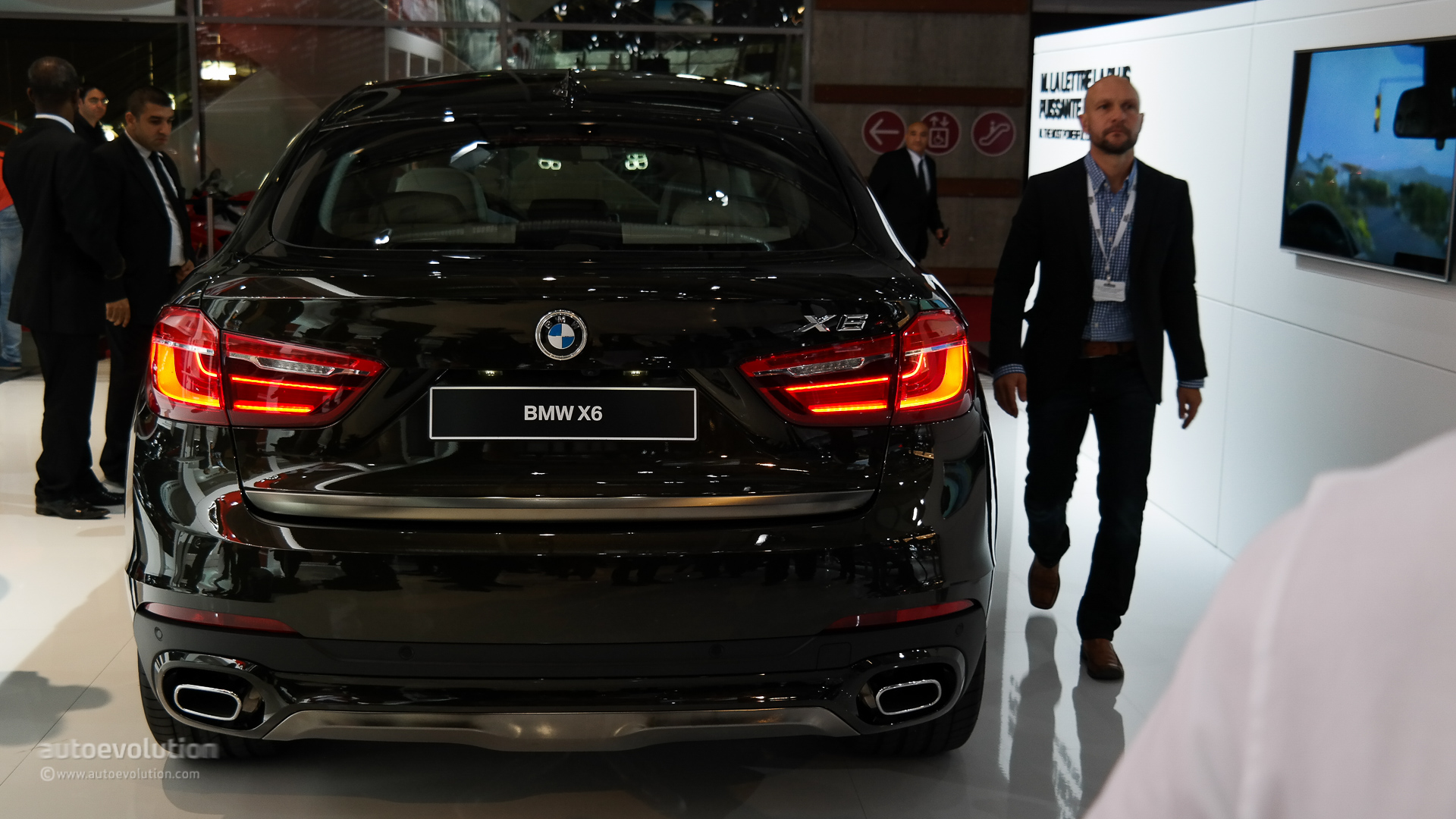 World Debut: 2015 BMW X6 in the Flesh at Paris Motor Show [Live.