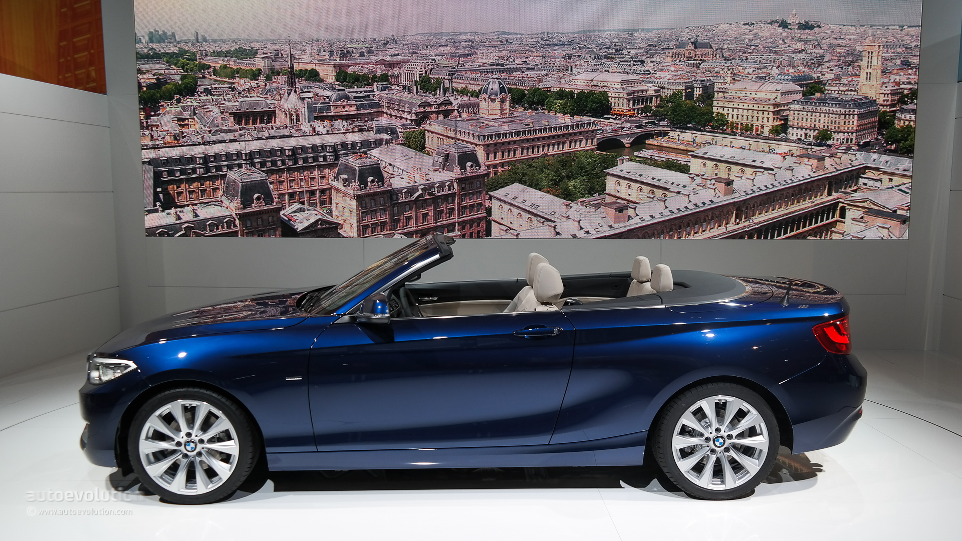 World debut bmw takes the veils off the 2 series for Convertible paris