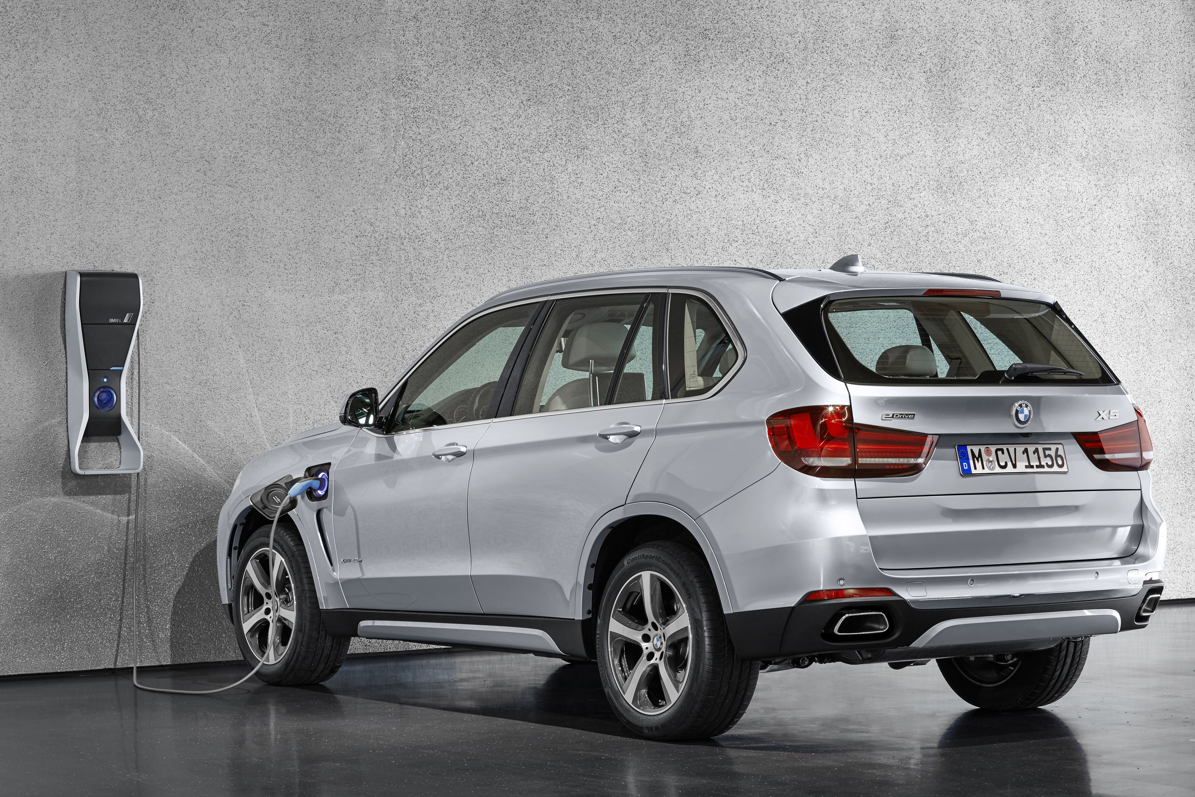 world debut bmw x5 xdrive40e plug in hybrid photo. Black Bedroom Furniture Sets. Home Design Ideas