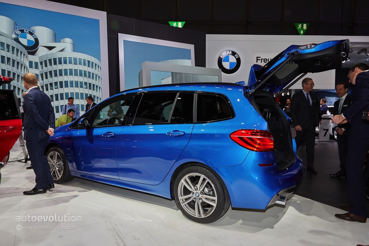 World Premiere For Bmw S 7 Seat Mpv The 2 Series Gran
