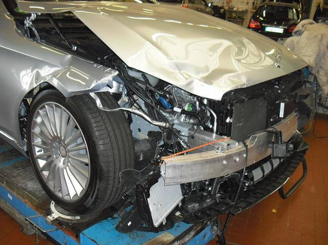 World 39 s first crashed w222 s class is up for sale autoevolution