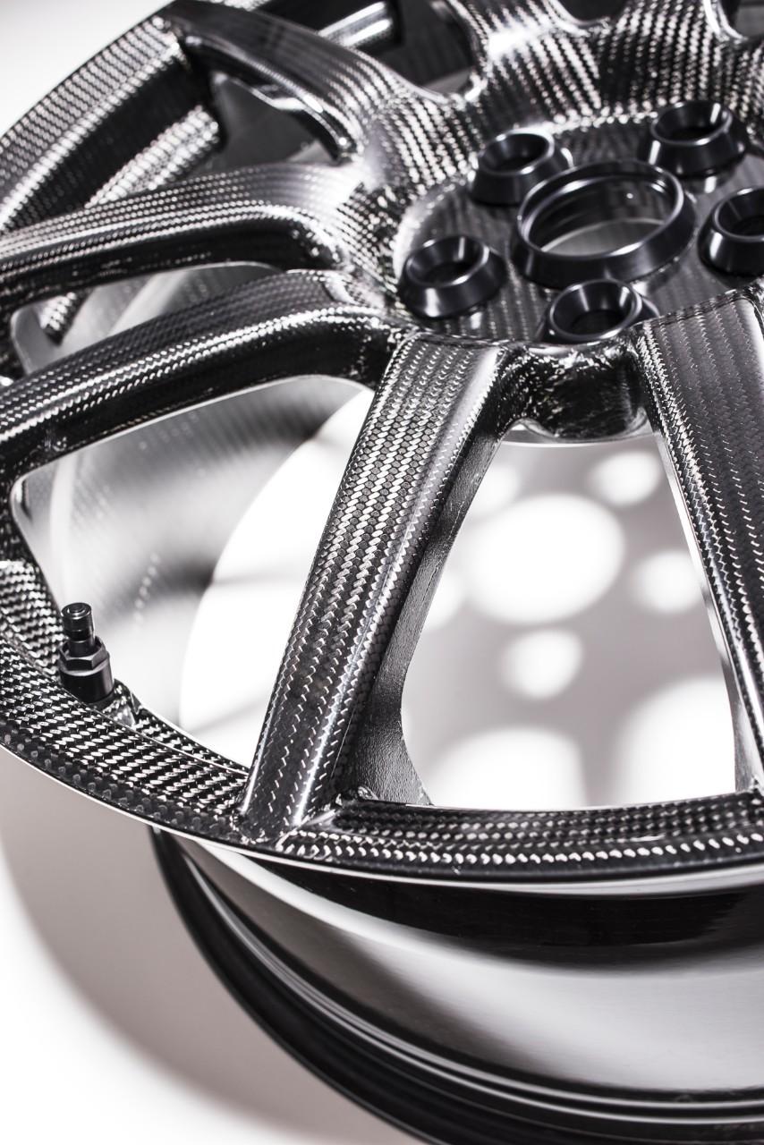 World S Only One Piece Carbon Fiber Wheel Maker Cuts