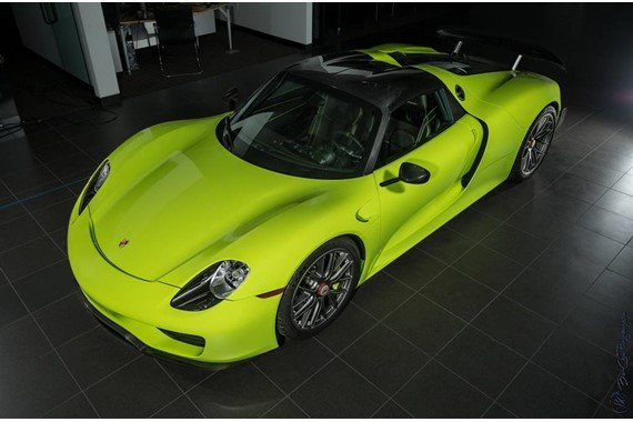 would you pay 2 9 million for this acid green porsche 918 spyder autoevol. Black Bedroom Furniture Sets. Home Design Ideas