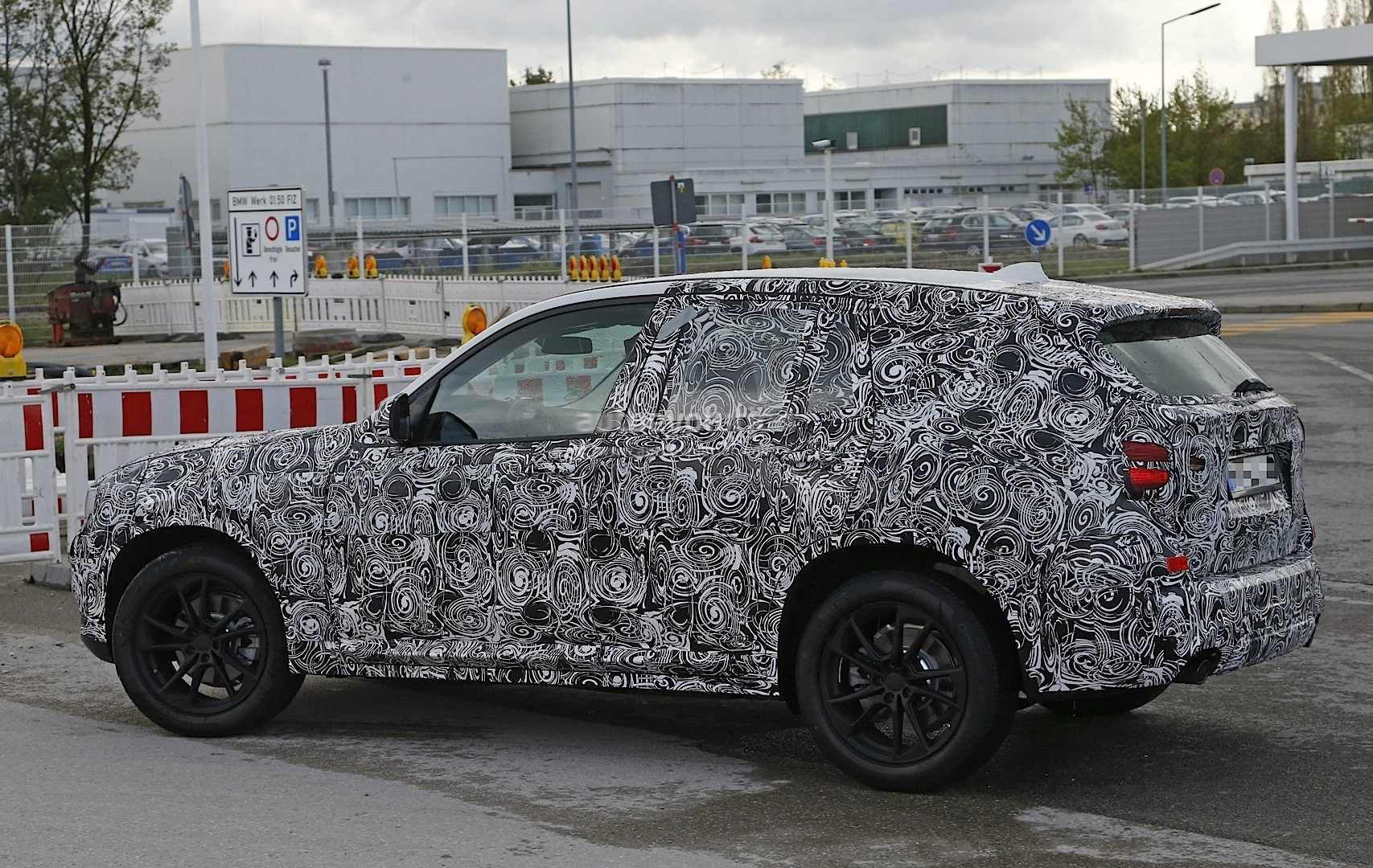 2017 bmw x3 g01 spy shots reveal interior and headlight. Black Bedroom Furniture Sets. Home Design Ideas