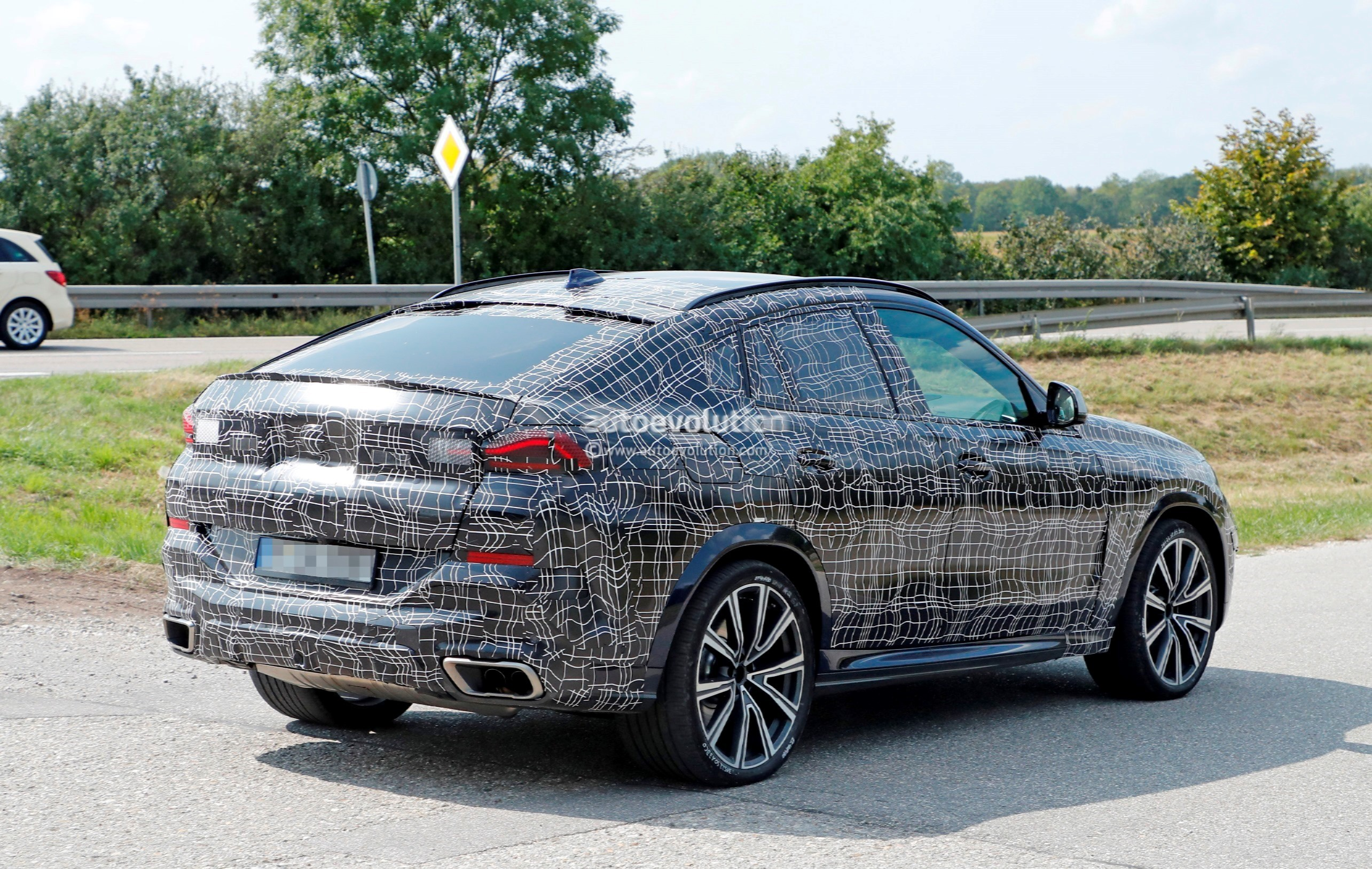 2020 Bmw X6 Spied Together With X4 Looks Predictable
