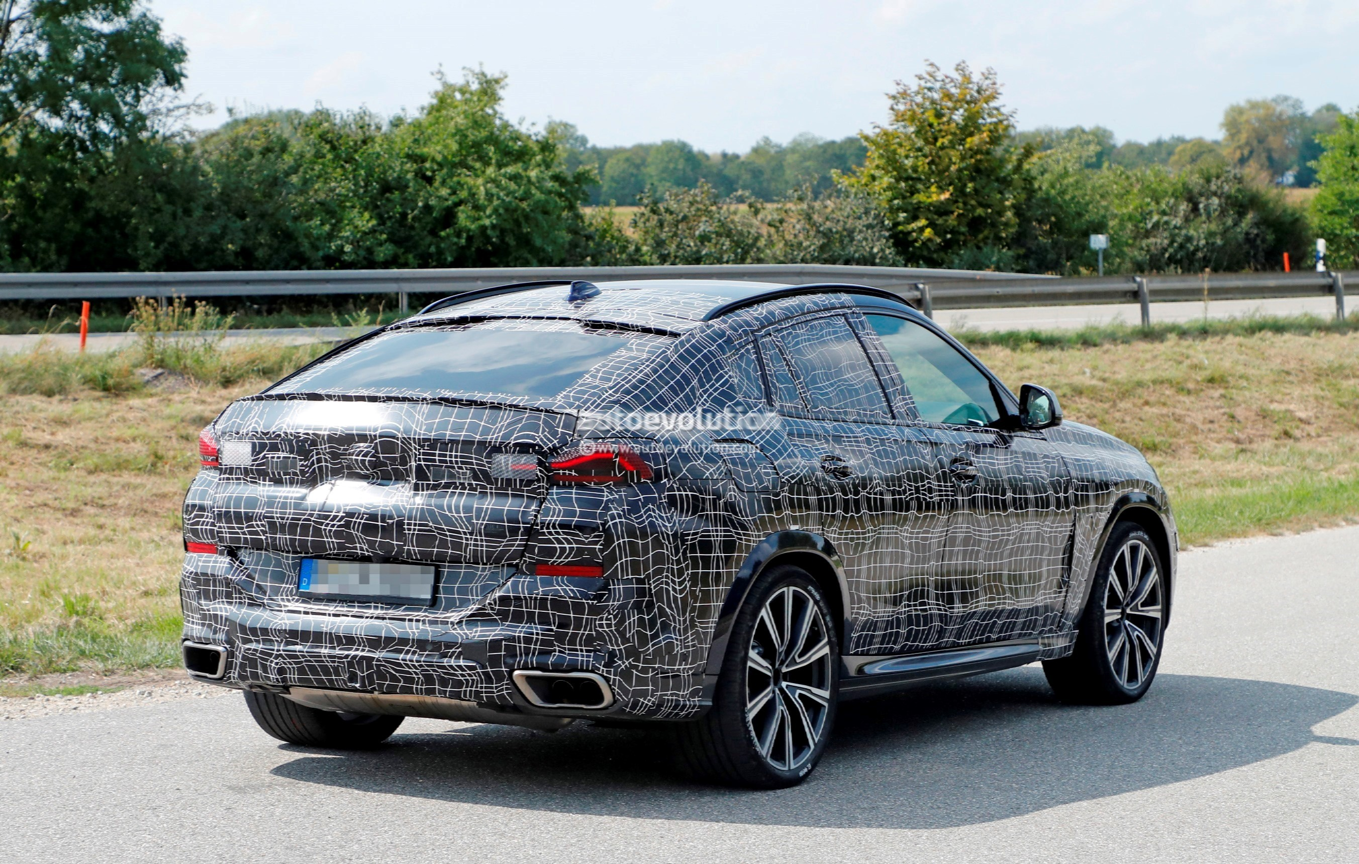 2020 BMW X6 Spied Together With X4, Looks Predictable ...