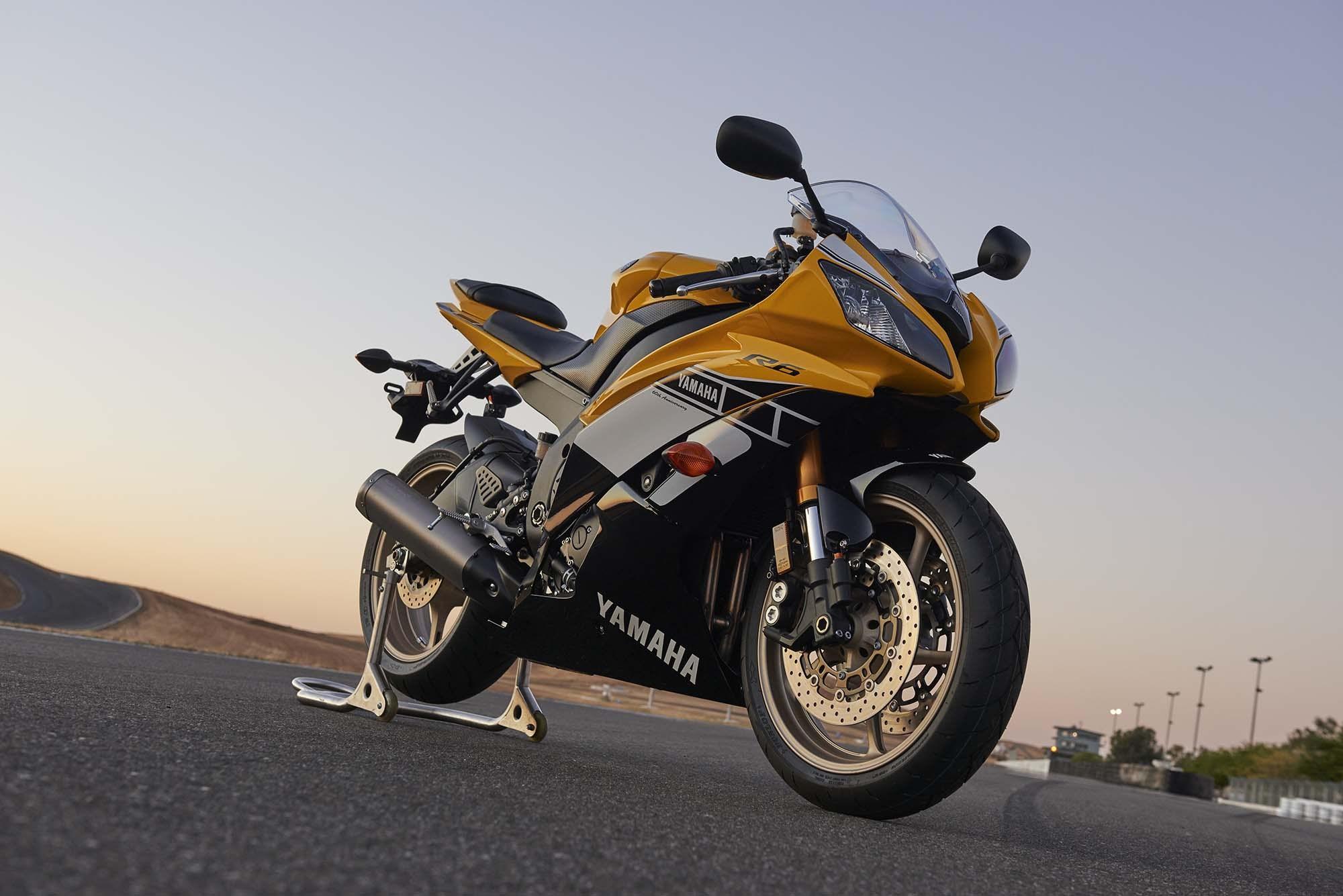 Yamaha XSR900 Scramble...