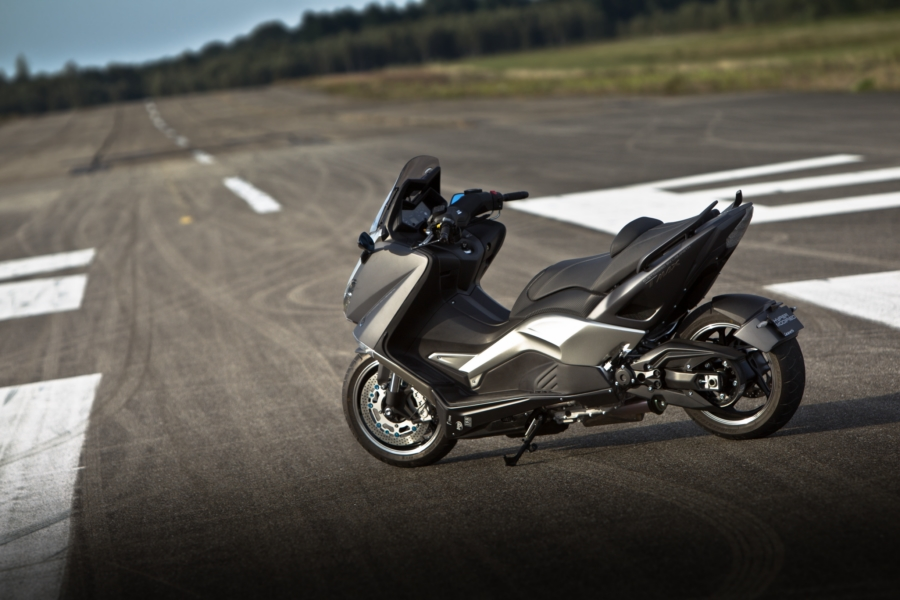 yamaha tmax hypermodified by larazeth is a 200 km h 124 mph scooter autoevolution. Black Bedroom Furniture Sets. Home Design Ideas