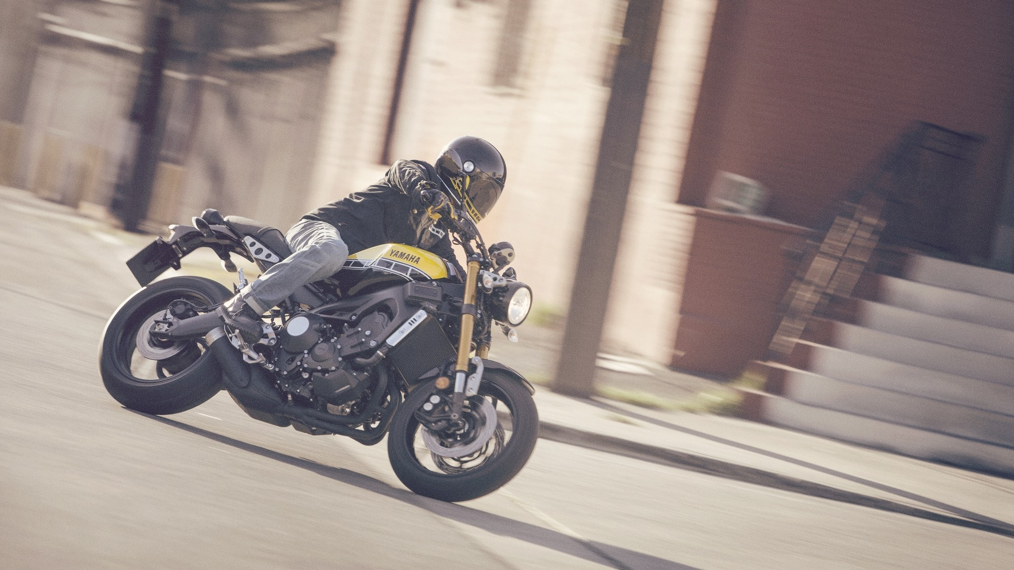 EICMA 2015 Yamaha XSR900 Is Your MT 09 Retro Wasp