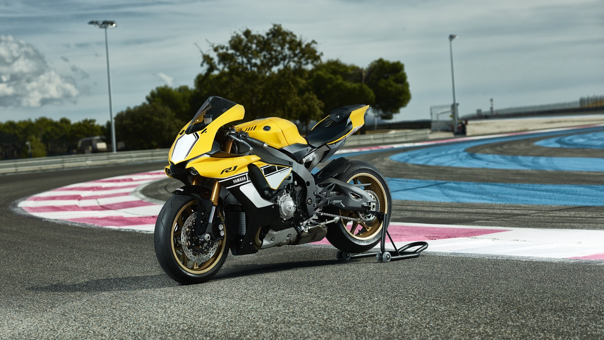 Cameron Auto Sales >> Yamaha YZF-R1 60th Anniversary Edition Shows a Timeless ...