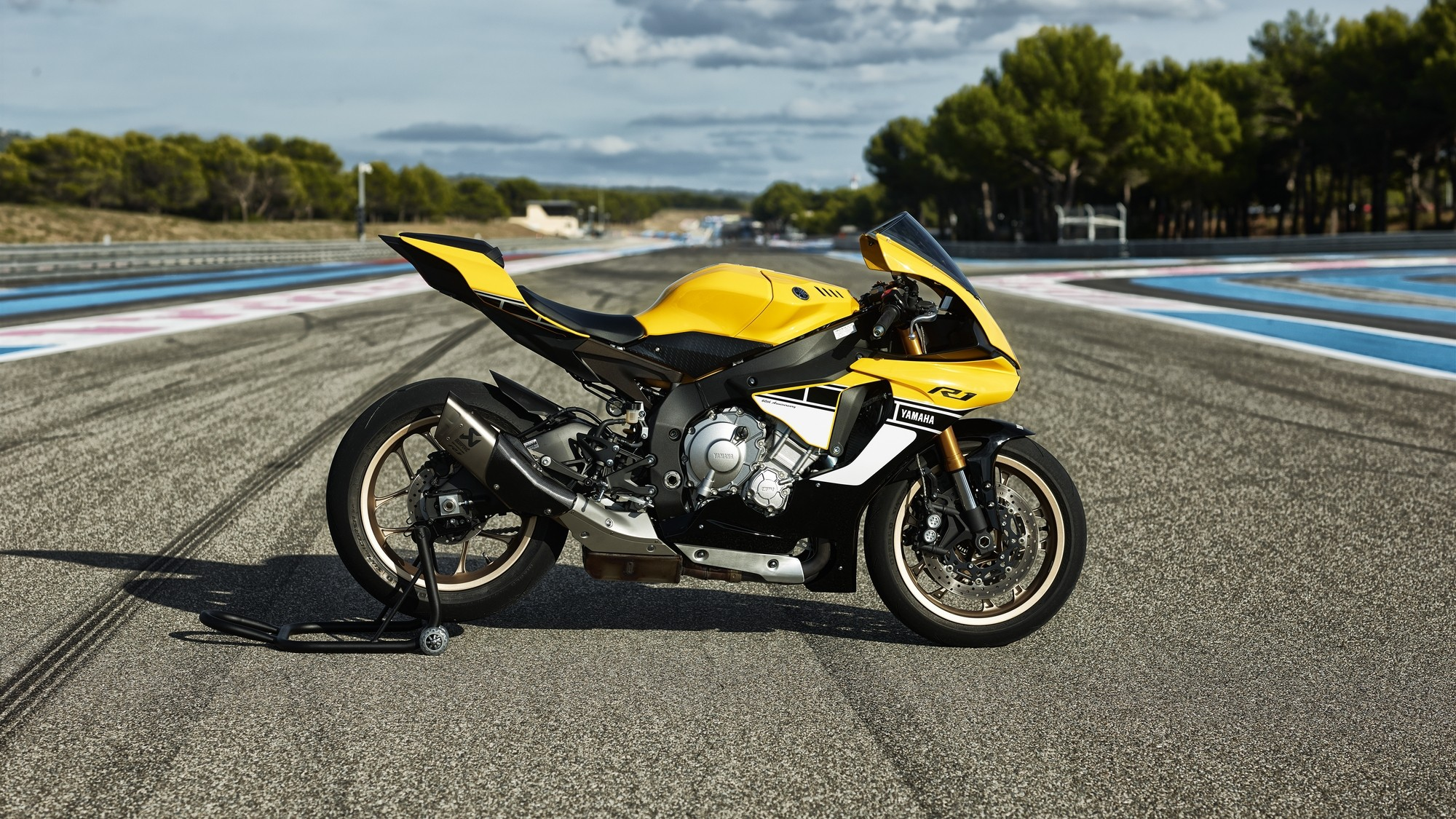 Yamaha YZF-R1 60th Anniversary Edition Shows a Timeless ...