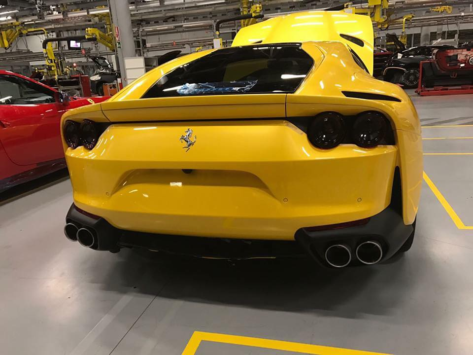 yellow ferrari 812 superfast looks bewitching in first real life photos autoevolution. Black Bedroom Furniture Sets. Home Design Ideas