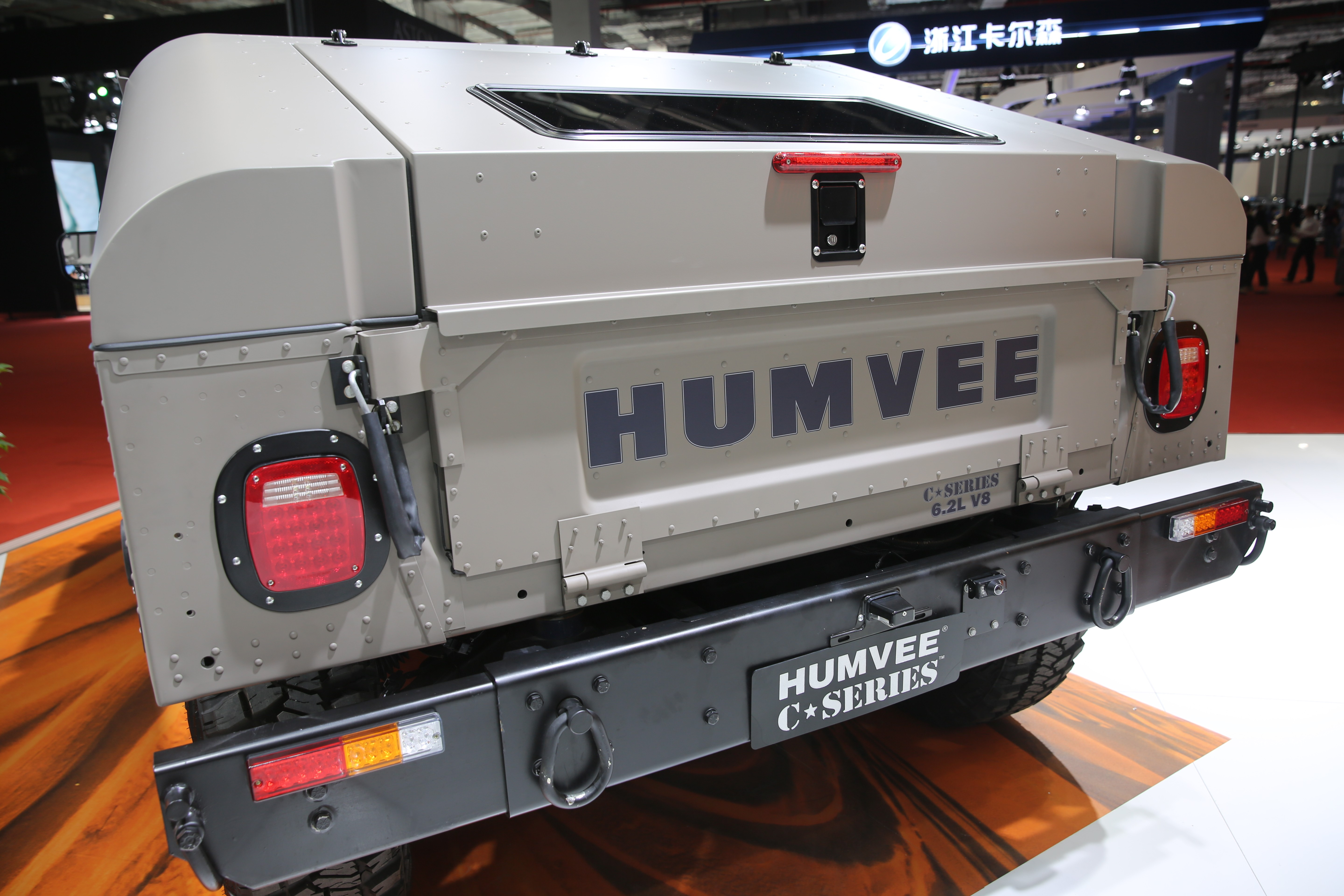 The hummer h1 lives on as the humvee c series autoevolution the final models dubbed alpha were produced for the 2006 model year and that was that with the h1 hummer as a brand also went the way of the dodo in vanachro Choice Image