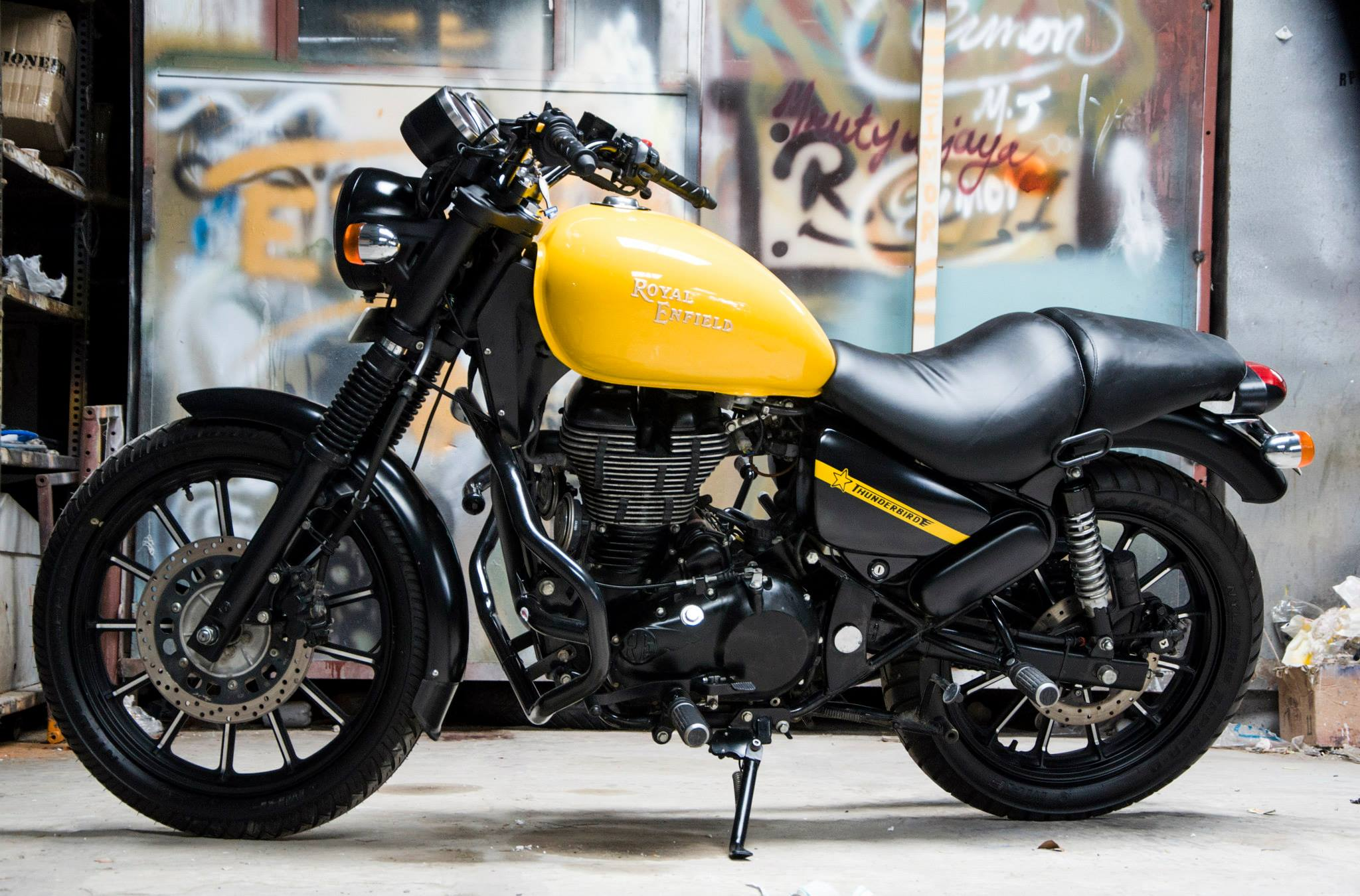 You Will Fall In Love With This Royal Enfield Thunderbird