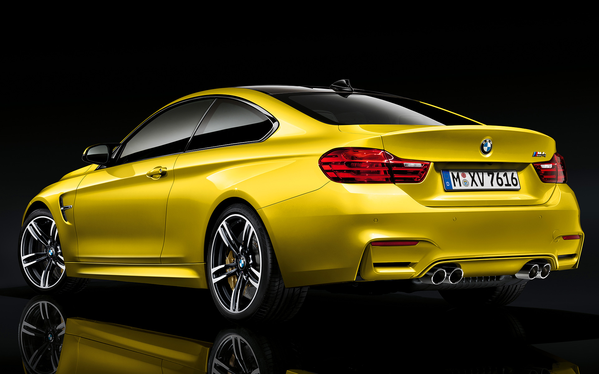your ridiculously beautiful bmw m4 coupe wallpapers are here autoevolution. Black Bedroom Furniture Sets. Home Design Ideas