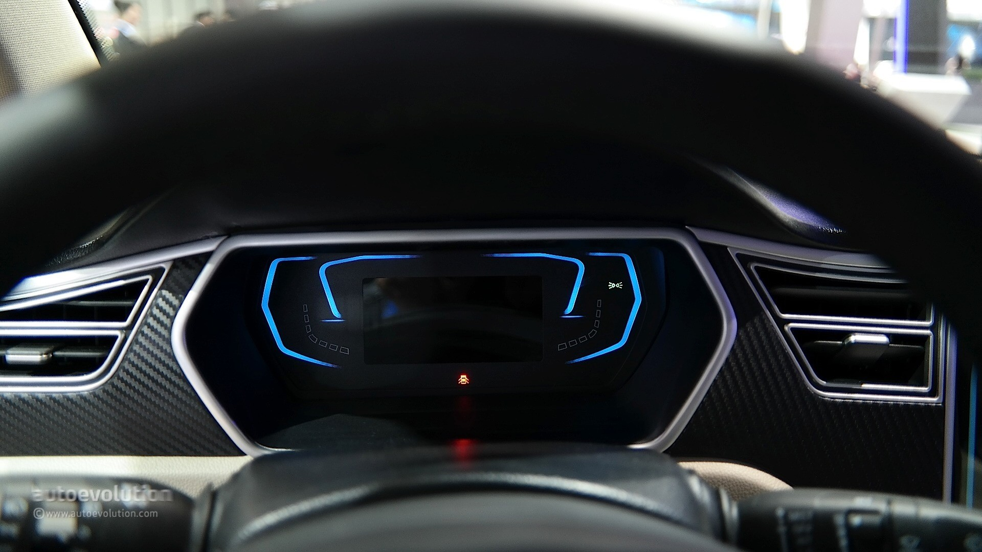 Zotye E30 Ev Shoves A Tesla Model S Dashboard Inside A